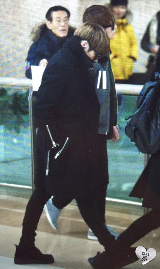 160121 Jonghyun @ Aeropuerto Gimpo {Regreso a Corea} CZNgBhmW0AEW4Kx