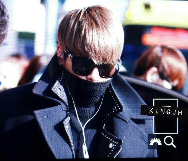 160121 Jonghyun @ Aeropuerto Gimpo {Regreso a Corea} CZNgx6LWkAAKWkV