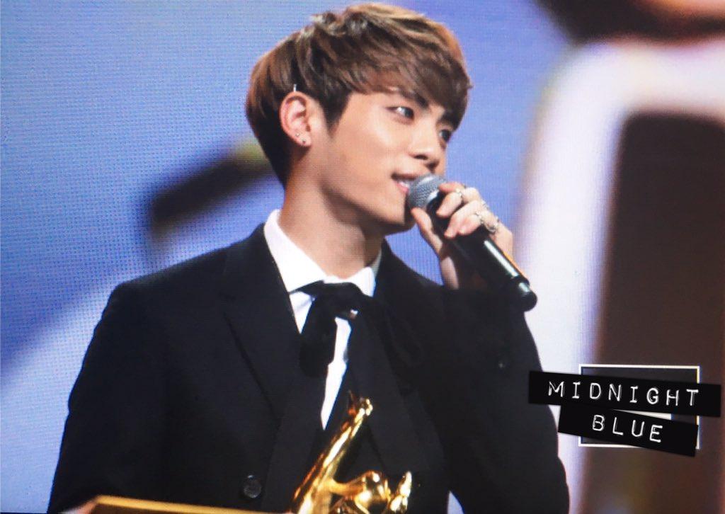 160121 Jonghyun @ 2016 Golden Disc Awars. CZP8noNUMAEBUNe