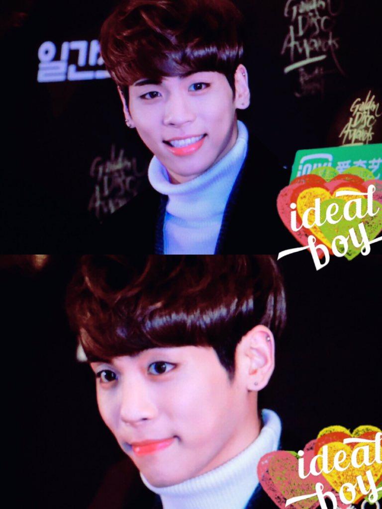 160121 Jonghyun @ 2016 Golden Disc Awars. CZPJ9gJWkAA1vQg