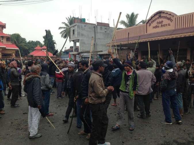 न्युज अपडेटः मोरङमा प्रहरीको गोलीबाट ३ जनाको मृत्यु, प्रहरी चौकी र बसमा आगजनी, कर्फ्यू आदेश जारी…