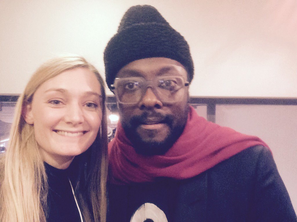 "Just chatted with @iamwill for @bbc_whys in #Davos. Solution to #OscarsSoWhite ""Create your own academies."" https://t.co/io2upmIllu"