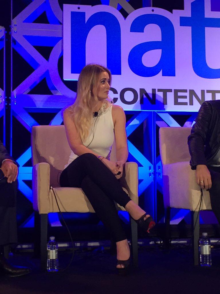 @Kimy2Ramos habla sobre compartir contenido apropiadonpara todas las edades #Natpe2016 #Latino influencers #TVBiz https://t.co/gSi1PQURmW