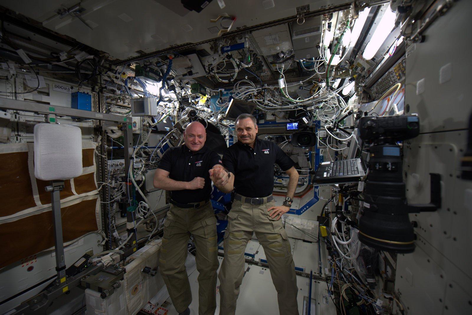 Séjour d'un an dans l'ISS - Page 7 CZRYyWIUMAAqKiR