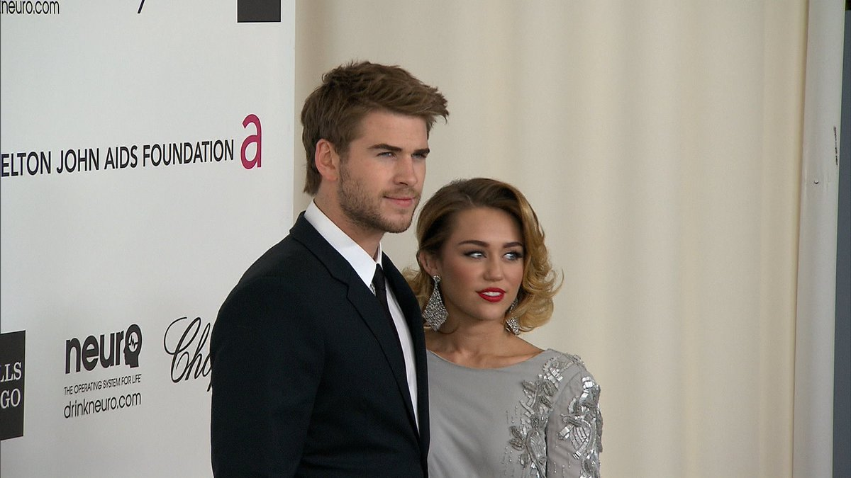 Miley Cyrus and Liam Hemsworth are engaged--again! https://t.co/cVeQUGXoHg https://t.co/Hkx5OE1rKA