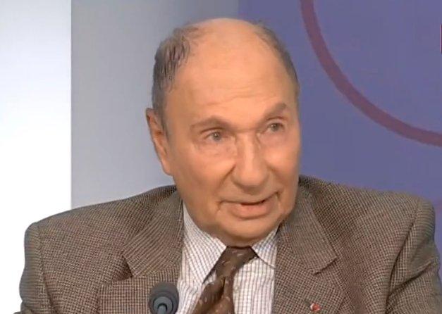 """#Territoires_d_infos : pour #Serge_Dassault, #Gattaz est """"le patron de rien du tout""""  http://www. midilibre.fr/2016/01/22/ter ritoires-d-infos-pour-serge-dassault-gattaz-est-le-patron-de-rien-du-tout,1274601.php#  … pic.twitter.com/mVFWXMNI1y"""