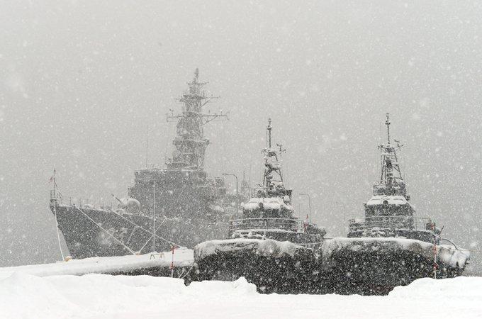 【海上自衛隊Facebook更新】こんばんは。∠(・`_´・) 「大湊基地の積雪状況」を海自Facebookに掲載しました。どうぞご覧ください。⇒ https://t.co/SiopATCN0Y