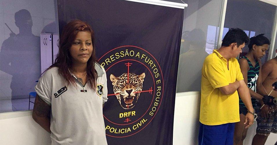 "Não vai ter social. ""Senhorita Andreza"" é presa na Cabanagem https://t.co/JlAQpwIPDs https://t.co/vifEIxb3GI"