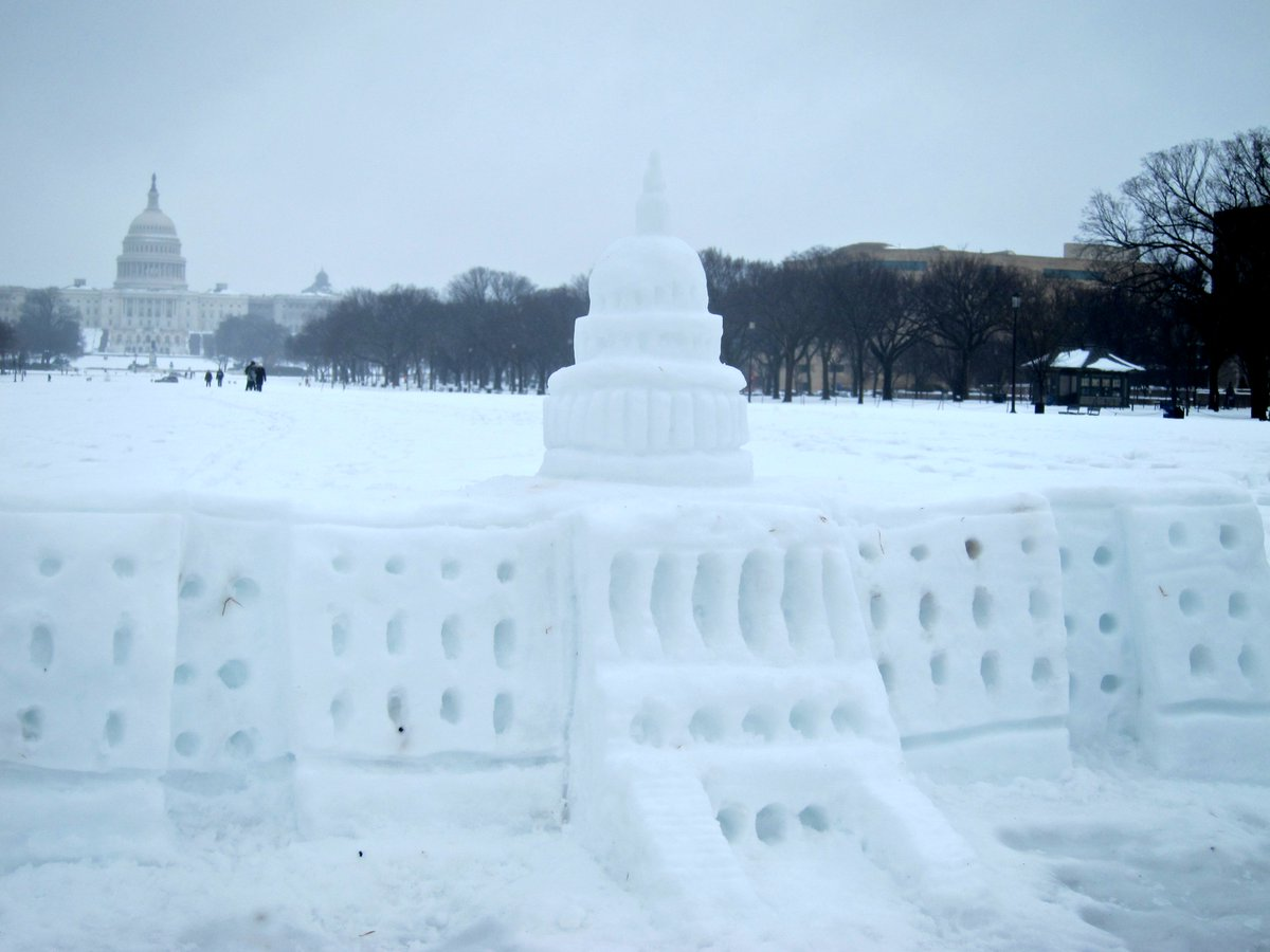 Planning on building a snow fort this weekend? Tag us in any snowy building projects! https://t.co/7gTypWQWmM