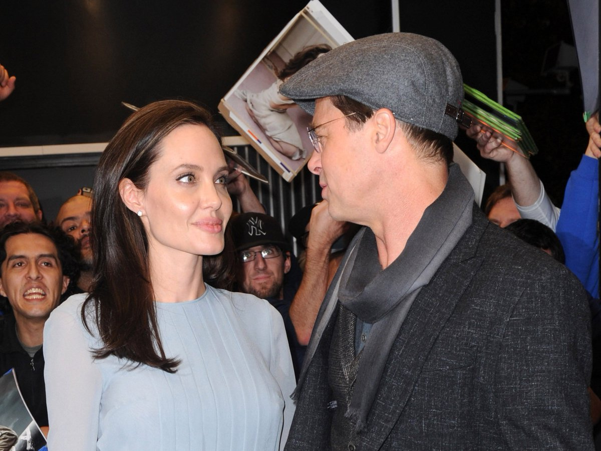 EXCLUSIVE: #BradPitt & #AngelinaJolie are headed for divorce: https://t.co/G2Or2eyaFo https://t.co/FVwltrn2EE