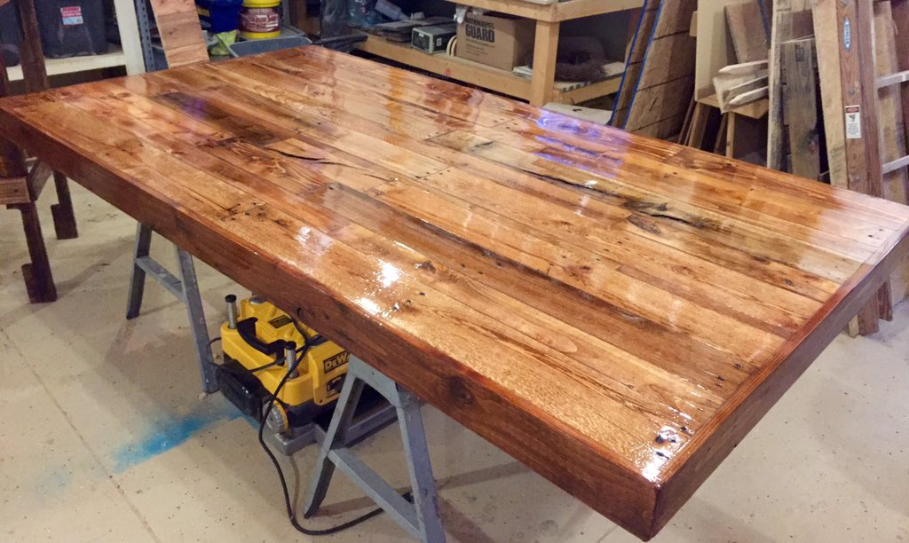 Special Order, Custom Made Bar Top And High Top Tables. #palletpalletworks  #Delaware #sussexcounty #rustic #palletpic.twitter.com/LtWMtuxx9S