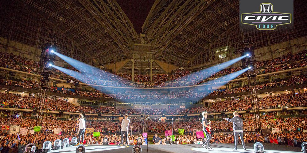 Can you guess which #HondaCivicTour city this awesome @onedirection crowd shot was taken in? Pic: Cal Aurand https://t.co/7OHtOtkMrH