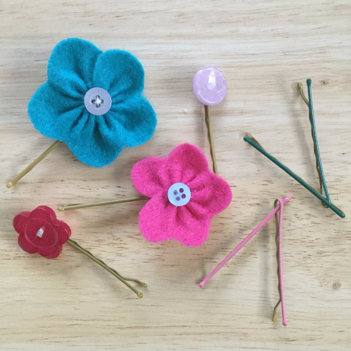 Latest Blog Post! Up-cycled Bobby Pins you don&#39;t want to lose!  http:// wp.me/p6sR9e-a7  &nbsp;   #aBoxofButtons #SewingProject<br>http://pic.twitter.com/20vVO0im6C