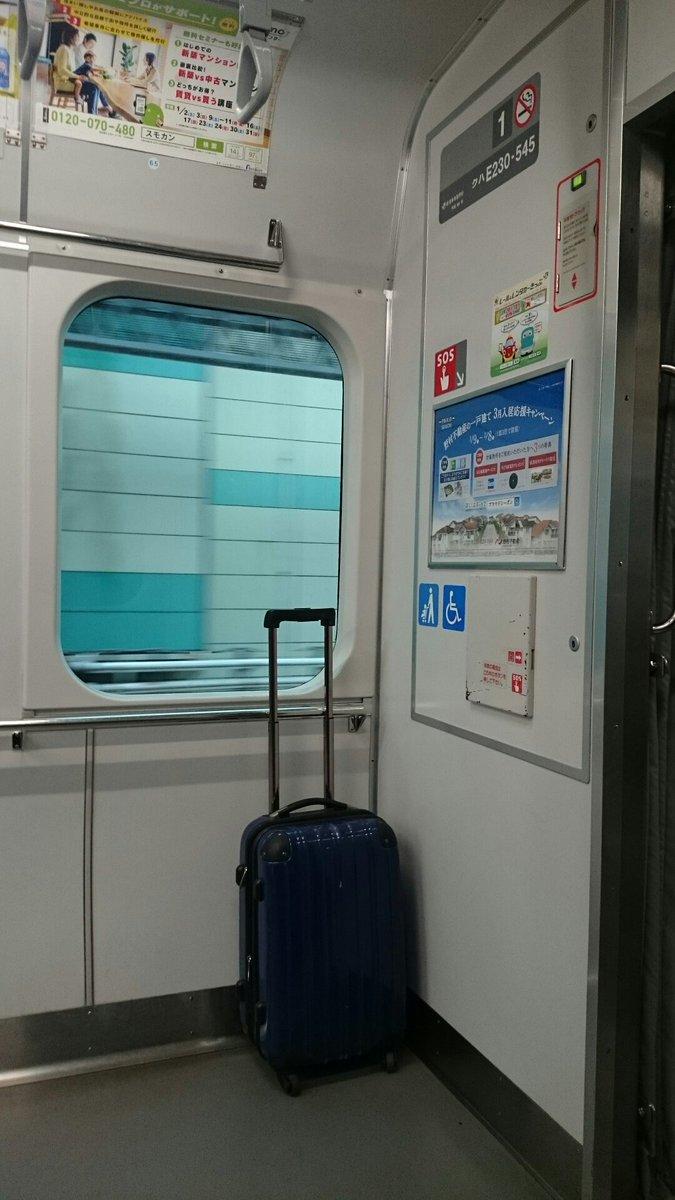 【拡散希望】本日、山手線外回り(列車番号1551G)で持ち主不明のキャリーバックが1号車に放置されていたのでJR東京駅丸の内南口改札へ引き渡しました。 お心当たりのある方はJRへお問い合わせ下さい。 https://t.co/Ho827yXcPS
