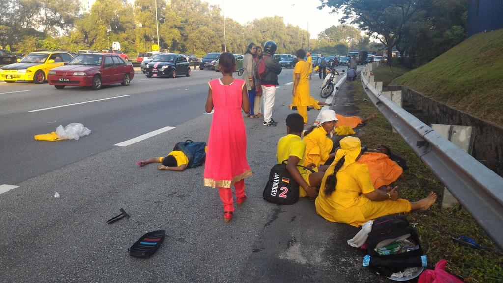 3 Taipusam pilgrims killed n more injured while walking from Seremban 2 KL. My condolences 2 deceased families. https://t.co/0Lai1pBv1x