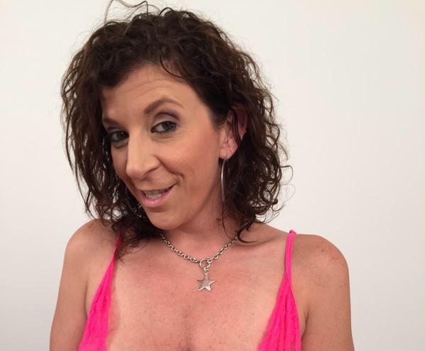 Sara Jay pipes plantureuse noir maman porno