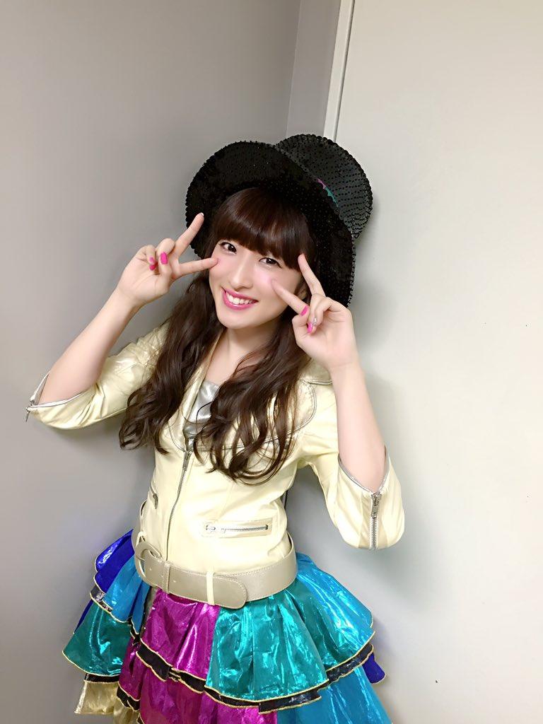 みんな大好き。 梅田彩佳、卒業します。 AKB48.NMB48は、10年間私をキラキラしてくれました。 ファンの方とも出会わせてくれた。 夢を語れるメンバーとも出会えました。 幸せです。 これからもよろしくお願いします、 https://t.co/7l85fJNlLB