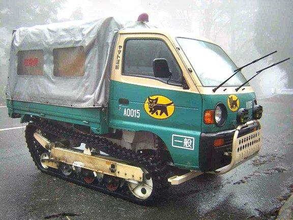 【クロネコヤマト最強伝説】 10年に一度の寒波警報発令中! それではここで、「どんな地域にも届けるぞ!」という強い意志を感じられるクロネコヤマトの豪雪地帯用車輛の勇姿をご覧下さい!