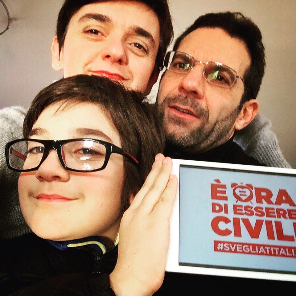 Ogni famiglia è diversa, ma tutte devono avere uguali diritti e doveri per legge #svegliaitalia https://t.co/kUzQo0cAsw