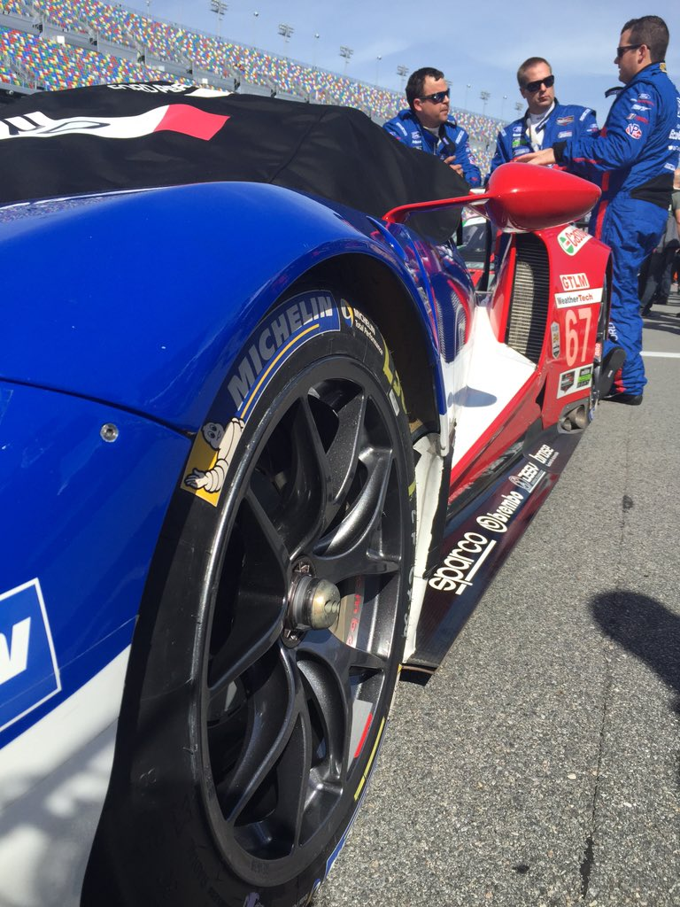 The Ford GTs are definitely the fan favorite. #Rolex24 @FS1 https://t.co/RMbfYiACgY