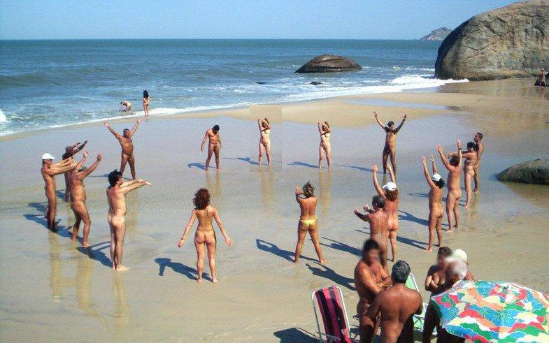 Diversidad de pollas en las playas nudistas - Diario de