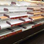 大雪の中で食糧確保のためにスーパーに行くと...これっ...