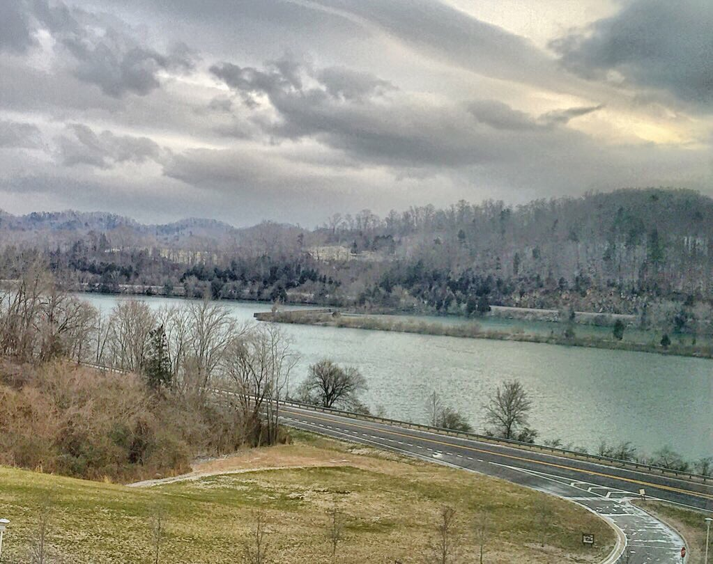 Oak Ridge missed the snow. #MeltonLake #snoWBIR @WBIRWeather https://t.co/RBOk02WQo6