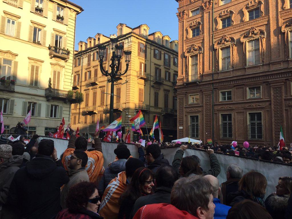 Quattro gatti a Torino #SvegliatiItalia @danieleviotti @fogliettachiara https://t.co/w0psCJ9m4N