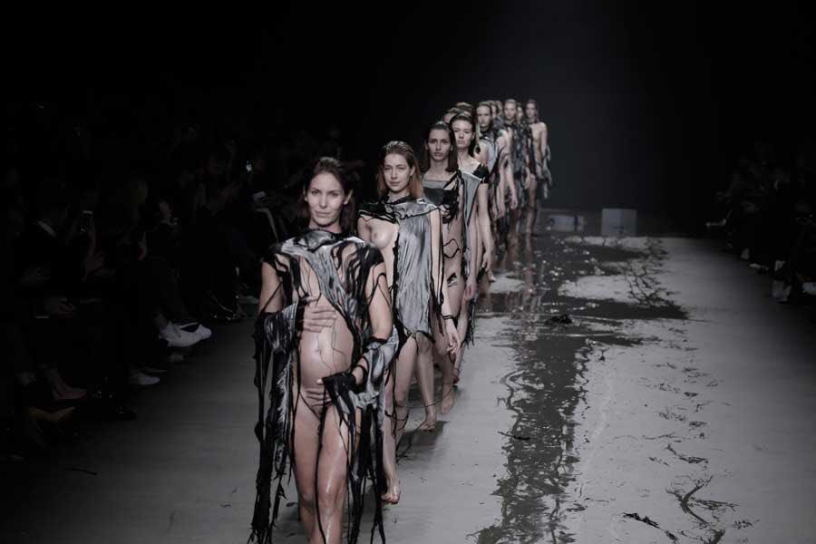 Pin on dolcegabbana the naked king men's fashion show