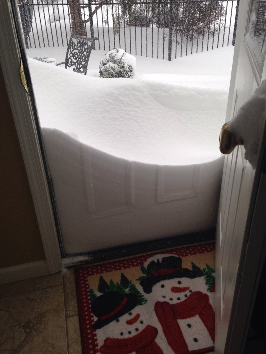 "Forget footprints, we have ""doorprints"" in Macungie, PA (Lehigh County)  #Jonas https://t.co/QVFQkPIAPk"