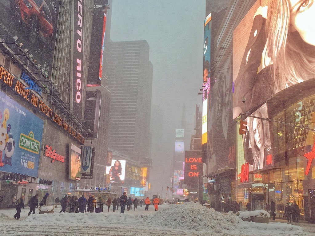 Currently in Times Square #NYC #jonasblizzard #ItsAmazingOutThere via @gigi_nyc https://t.co/h4mg9JyLvj https://t.co/VcIWEtuQxm