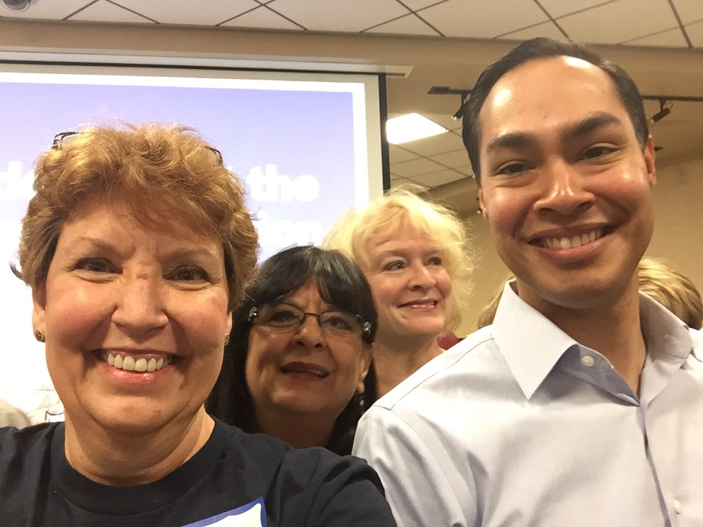 Incredible to meet @SecretaryCastro who came to pump us to #GOTC 2/20 #NVCaucus Thank you Mr Secretary!! https://t.co/JAD7qPeNwz