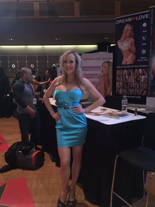 Sexy @Brandi_Love live at #avn looking hot as always! #onfire @_DreamLover_ https://t.co/oo4zoO4grw