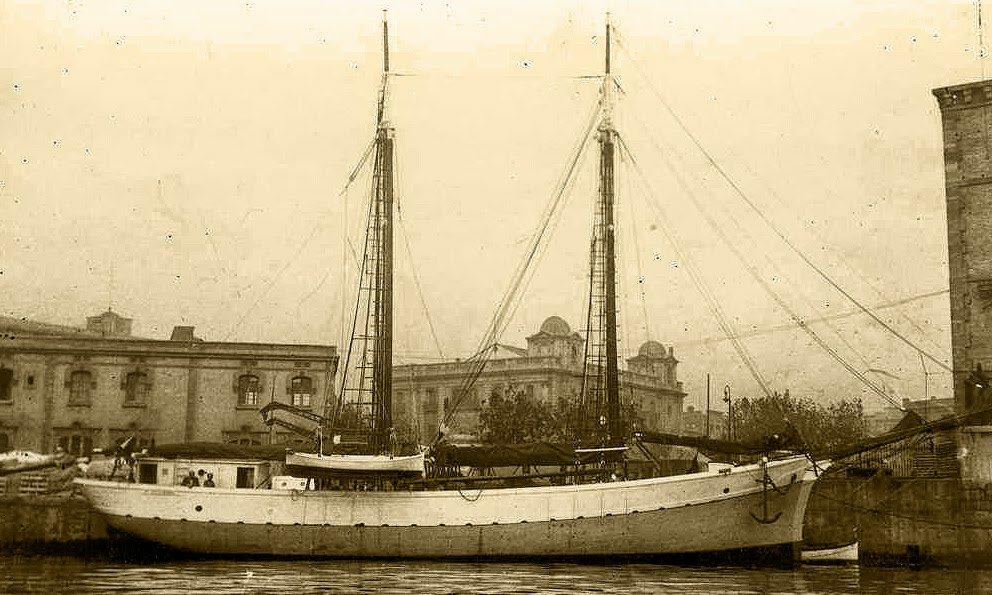 #TaldiacomAVUI  1945 - L'Estat espanyol prohibeix que els vaixells duguin el nom en català https://t.co/Mk1zMjhIua