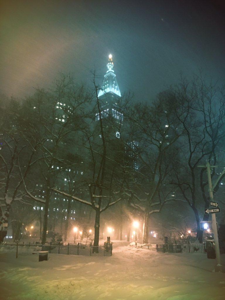 Snowy nighttime fun to close down this insane #jonasblizzard Love #NYC! Shut it down. https://t.co/XSjzRJ1d4T