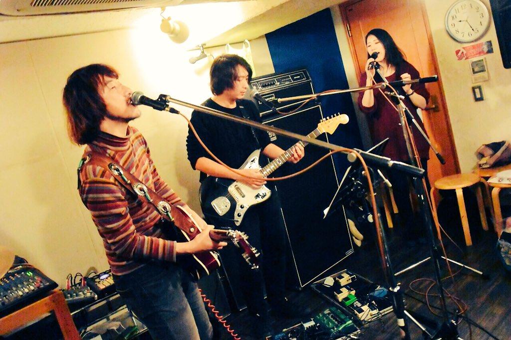 1/27(水)新宿MotionでのHaru & Bori with VJ Manakoに飯田カヅキ(strange world's end)が特別参加します。 僕らの楽曲にストレンジ風味が重なりました~  写真撮影・提供:セオサユミ https://t.co/RiAfIfjZtj