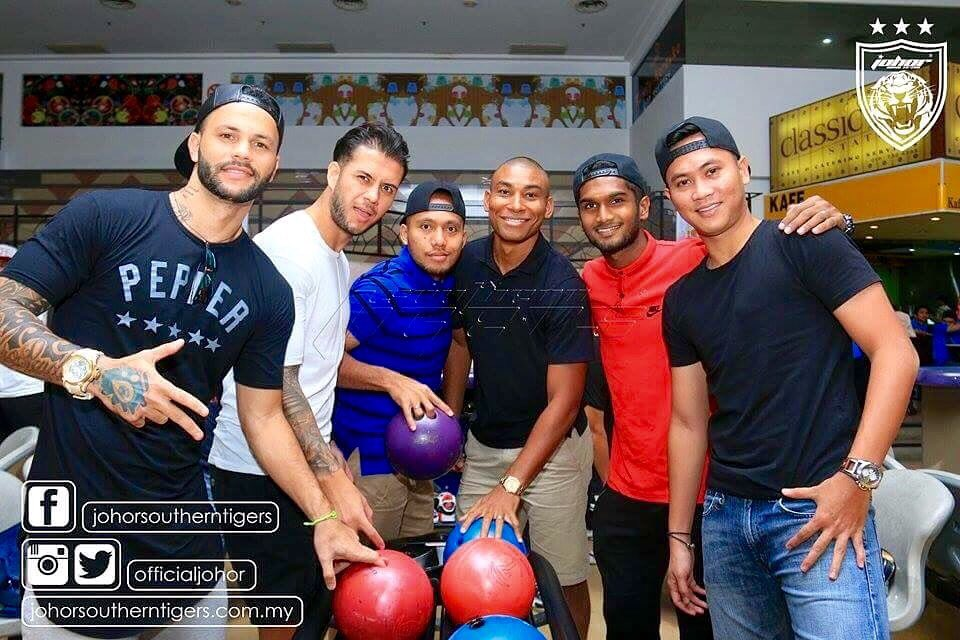 JDT family day out 🔵🔴⭐️⭐️⭐️ Have funny!!! #bowling 🎳🎳 https://t.co/VzgCAAJJ8W