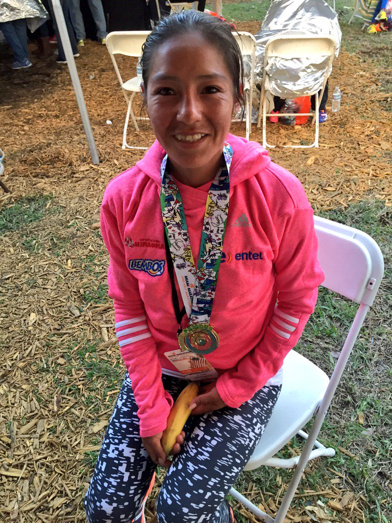 Miami Marathon winning woman is Santa Ines Melchor Surquillo, 29, of Huancavelica, Peru, in about 1:13:50 https://t.co/0knasqvWDV