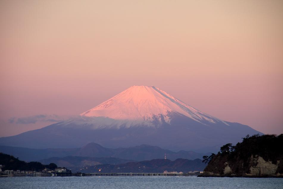 おはようございます。今日も「感謝」の気持ちと「ありがとう」が素直に言える一日。そして、笑顔で過ごしましょう。写真は、【富士山】→ pic.twitter.com/xIVj7mtQs0