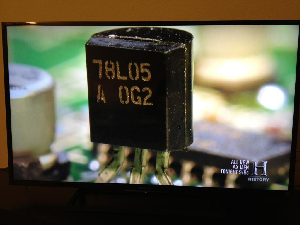 ヒストリーチャネルの「世界を変えた101の発明」とても良く構成された番組で面白い。No.5にはトランジスタが入ったが…待て、それはトランジスタじゃなくて三端子レギュレータだ!(゜Д゜) https://t.co/vLW3MUiaLm