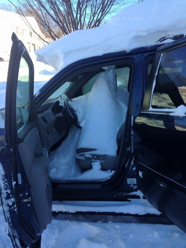 "#epicfail in #blizzard2016 My neighbor's sunroof malfunctioned and opened... letting in 31"" of #snow #Snowzilla https://t.co/IXOMohmj1B"