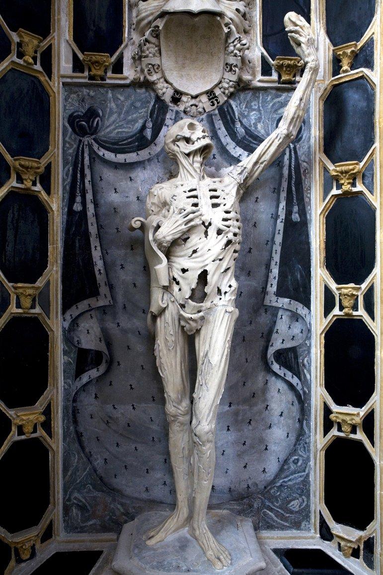 """リジェ・リシエの""""Death as a skeleton""""に「自撮り感すごい」という新たな評価軸が。 https://t.co/qkXS2neUSX"""