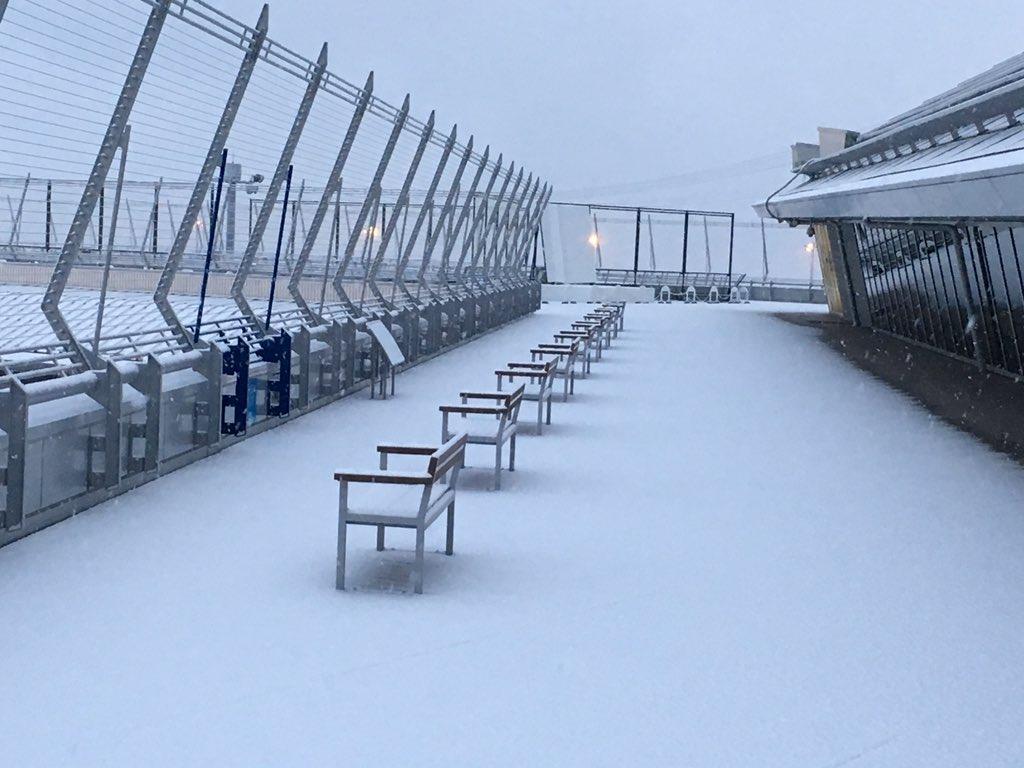現在セントレアのスカイデッキは積雪のため閉鎖しています。 pic.twitter.com/3ktBfwTwvD