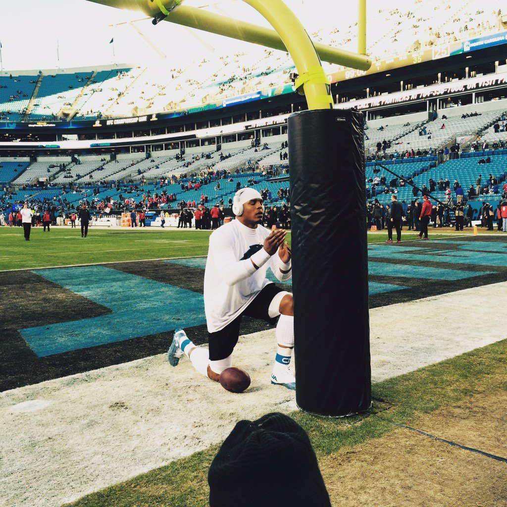 Cam Newton pre game prayer a moment ago. @NFLonFOX https://t.co/oX1zqoBKxW