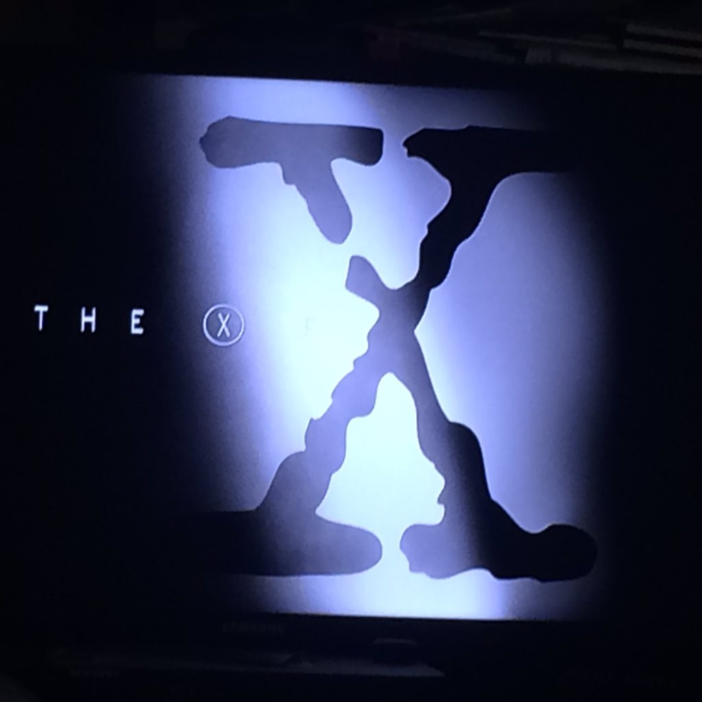 That moment that old #XFiles logo & theme song hits & it hasn't changed goose bumps https://t.co/o8OyWrlBDe