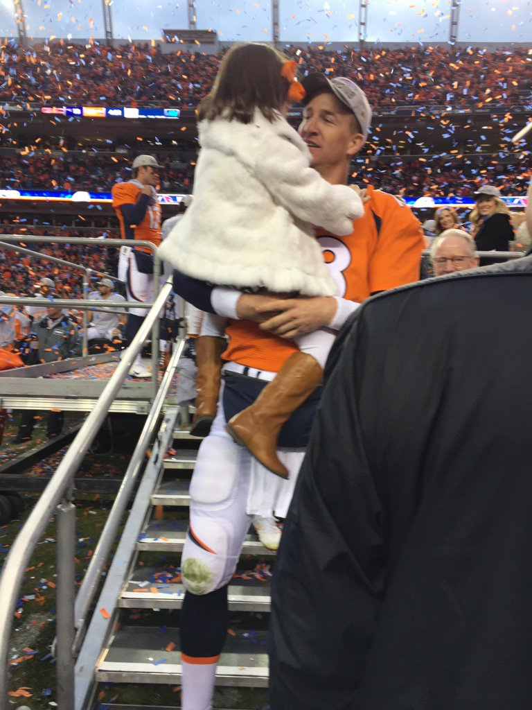 I took a bunch of pics today, but this one of Peyton & his daughter was probably the best! https://t.co/R9r2eVYAwQ