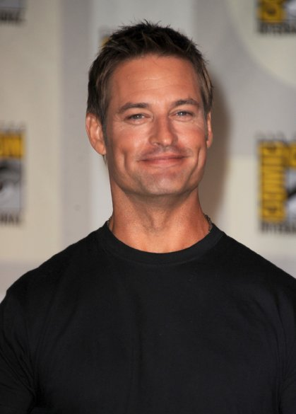 #MancrushMonday Josh Holloway in INTELLIGENCE. Look at those dimples *swoon* https://t.co/YOWDjF690e