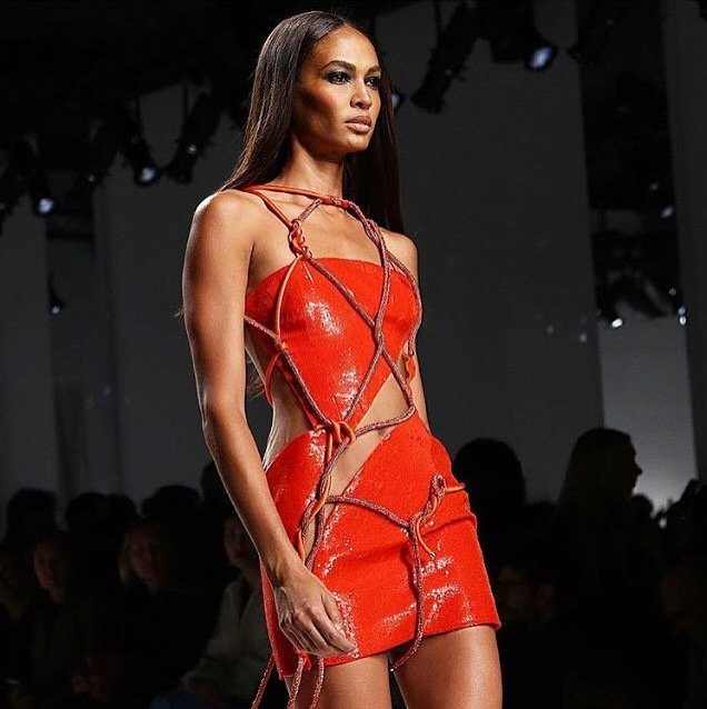 Joan smalls's tricks for chiseled features