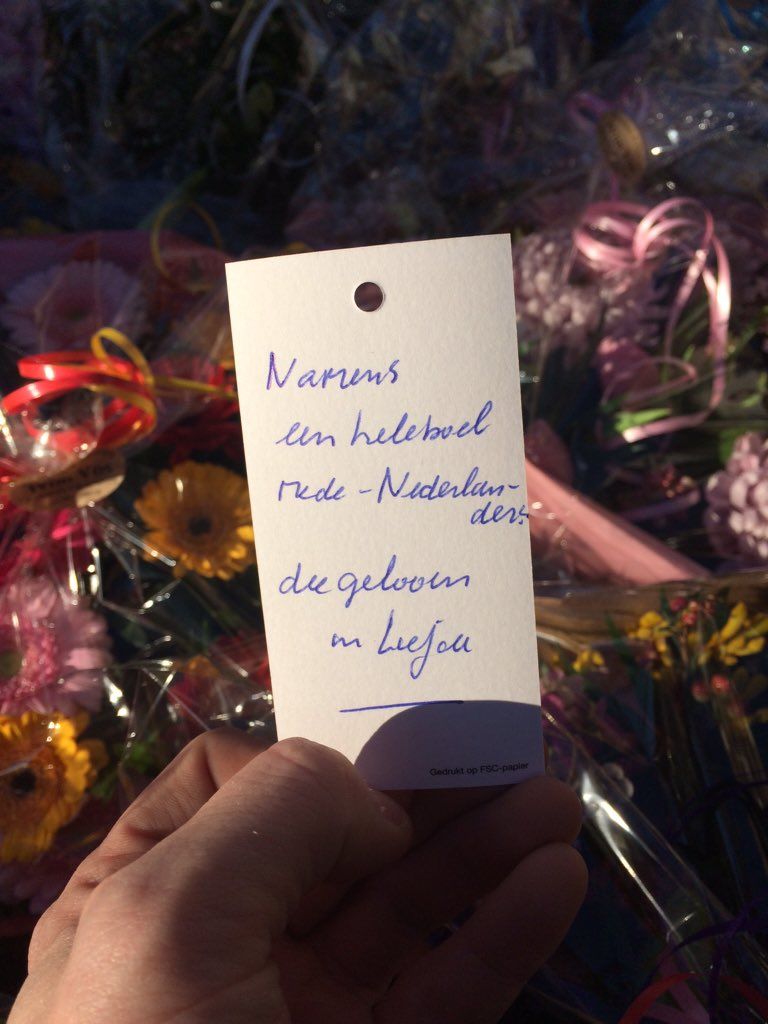 Flowers and card from Dutch people who believe in love for Syrian refugee Basem in Veen