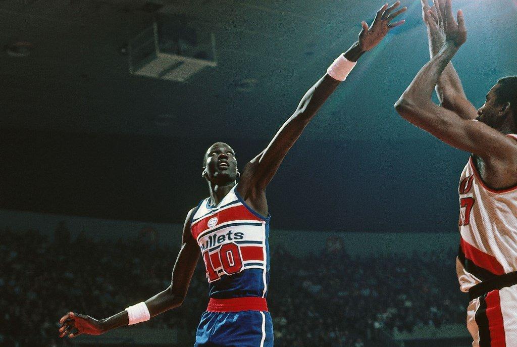 Antes la NBA molaba más: Basket viejuno - Página 3 CZlQQPaWAAErrQY